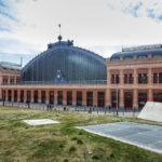 Das Bahnhofsgebäude Estación de Puerta de Atocha in Madrid