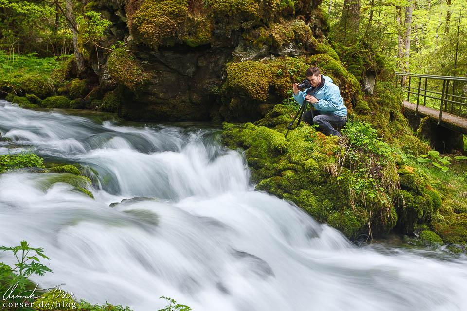 Fotograf Dominique Hammer bei der Kläfferquelle in Wildalpen, Österreich