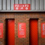 Schmale Eingänge zu den Zutrittskontrollen im Stadion Anfield des FC Liverpool