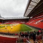 """Panoramablick von der Tribüne """"The Kop"""" im Stadion Anfield des FC Liverpool"""