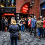 Touristen vor dem Cavern Club in der Mathew Street
