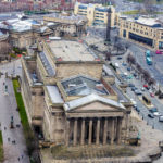 Blick auf die St. George's Hall in Liverpool vom Fernsehturm St. John's Beacon aus gesehen