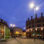 Stimmungsvoll beleuchtete Straßen in der Innenstadt von Liverpool