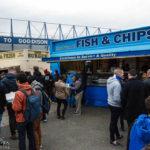Fish & Chips als Stärkung vor dem Stadion Goodison Park des FC Everton
