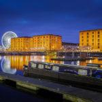 Spiegelung des Riesenrads Echo Wheel und des historischen Hafenviertels Albert Dock