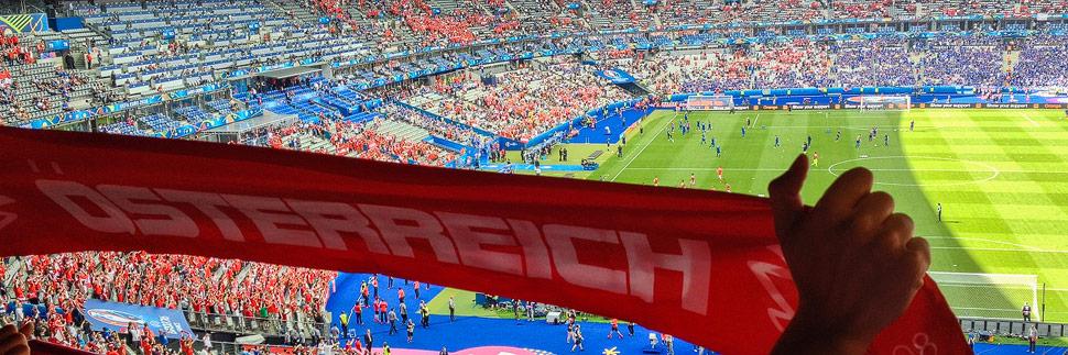 Ein österreichischer Fußballfan im Stade de France