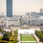 Blick von der Aussichtsterrasse des Eiffelturms auf den Tour Montparnasse