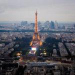 Blick von der Aussichtsterrasse des Tour Montparnasse in Richtung Eiffelturm
