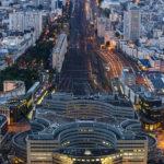 Blick von der Aussichtsterrasse des Tour Montparnasse auf den Bahnhof Montparnasse