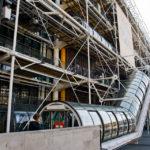 Die markante Rolltreppe an der Außenfassade des Kunstmuseums Centre Pompidou