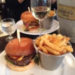Hamburger im Lokal Au Rocher de Cancale