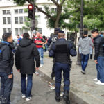 Polizisten vertreiben illegale Bierverkäufer vor dem Euro-2016-Spiel Portugal – Österreich in Paris