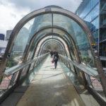 Zugang zur Japan Bridge im Hochhausviertel La Défense