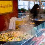 Köstliche Speisen auf dem Marché Edgar Quinet