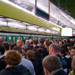 Zur Stoßzeit kann es in den Pariser Métro-Stationen sehr, sehr eng werden