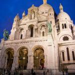 Die beleuchtete Basilika Sacré-Cœur