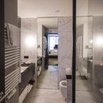Badezimmer im Apartment im Adina Apartment Hotel Nürnberg
