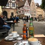 Eine Pause im Café Bar Wanderer bietet schöne Ausblicke auf die Umgebung