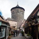 Der Handwerkerhof und der Frauentorturm in Nürnberg