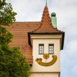 Ein scheinbar lachendes Haus an der Ecke des Hauptmarkts