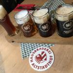 Vier kleine Biere zum Probieren in der Hausbrauerei Altstadthof