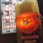 Das berühmte Rotbier in der Hausbrauerei Altstadthof