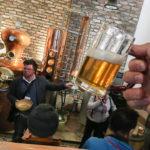 Tourguide Hannes spricht während der Bierverkostung