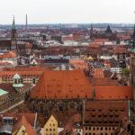 Blick aus dem Sinwellturm auf die Nürnberger Altstadt mit Lorenzkirche und Sebalduskirche (vorne)