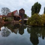 Der Weinstadel mit Henkerhaus und Henkersteg in der Dämmerung