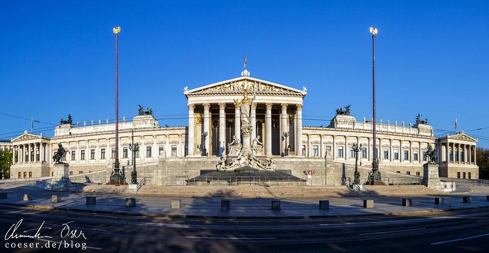 Frontalansicht des Parlamentsgebäudes an der Wiener Ringstraße