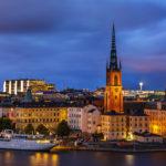 Blick auf die Altstadt Stockholms (Gamla Stan) in der blauen Stunde
