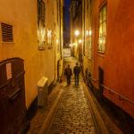 Schön beleuchtete enge Gassen der Altstadt Gamla Stan