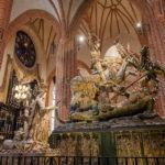 Die Skulpturengruppe des Heiligen Georg mit dem Drachen in der Storkyrkan (Nikolaikirche) in Stockholm
