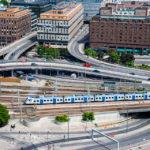 Blick vom Turm des Stockholmer Rathauses auf die Gleise des Hauptbahnhofs