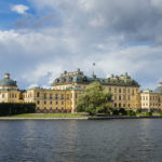 Das Schloss Drottningholm vom Schiff aus gesehen