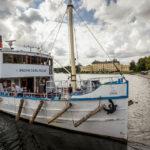 Mit dem Boot (hier die MS Prins Carl Philip) geht es in 50 Minuten zum Schloss Drottningholm