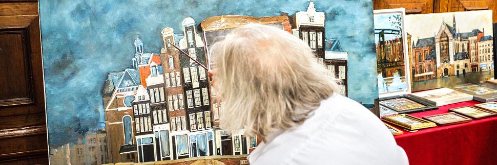 Ein Maler in der Westerkerk in Amsterdam