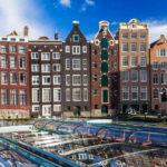 Eines der berühmtesten Motive Amsterdams, die Häuserfront Damrak
