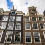 Die Balken zeugen von der vergangenen Art und Weise, Güter über die Fenster in das Innere des Gebäudes zu hieven