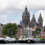 Vom Wasser aus offenbart sich dieser tolle Blick auf die Sint-Nicolaaskerk