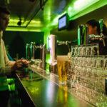 Am Ende der Tour in der Heineken Experience gibt es nochmals ein Bier zum Abschied