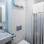 Bad im Doppelzimmer im Hotel Clemens Amsterdam