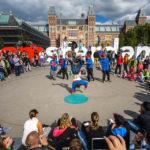 Die I-amsterdam-Buchstaben werden ganztägig von Künstlern oder Touristen belagert