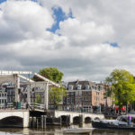 Die Magere Brug, eine von nur noch wenigen erhaltenen Holzbrücken in Amsterdam