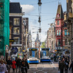 In Amsterdam fahren die Straßenbahnen teilweise nur eingleisig und müssen sich an bestimmten Stellen ausweichen