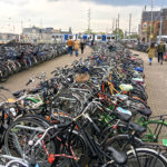 Tausende Fahrräder erwarten den Amsterdam-Besucher