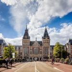 Eine Frontalansicht des Rijksmuseum Amsterdam