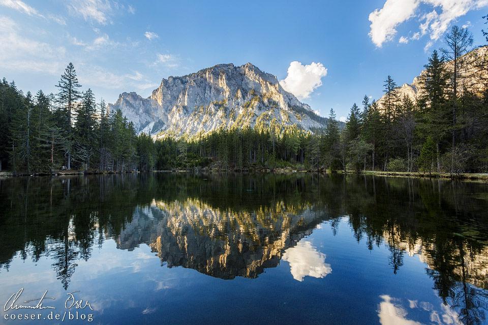 Gipfel des Pribitz spiegelt sich im Kreuzteich nahe des Grünen Sees