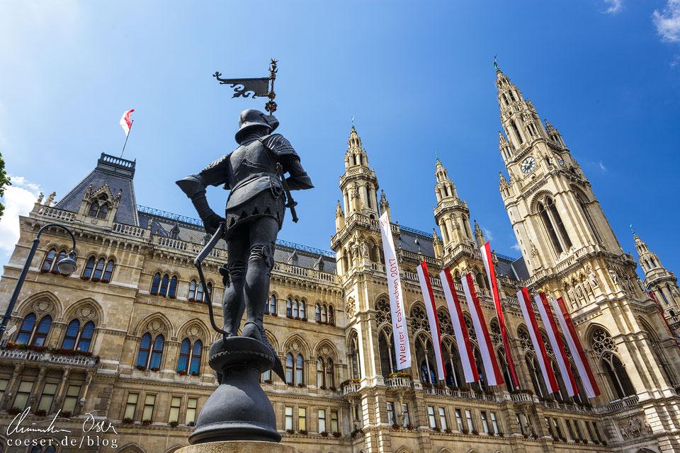 Der Rathausmann vor dem Wiener Rathaus