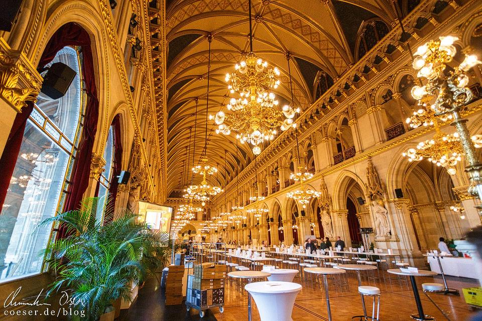 Der beleuchtete Festsaal im Wiener Rathaus